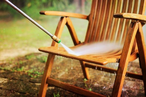 Limpiar mueble de jardín con Karcher