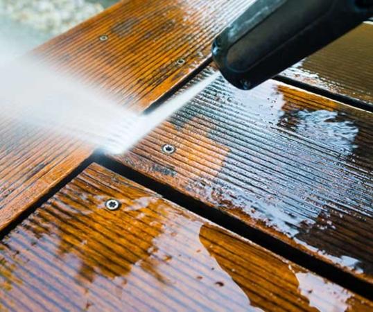 Limpiar suelo de madera con hidrolimpiadora