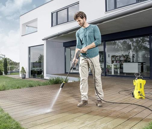 Limpiando terraza con hidrolimpiadora