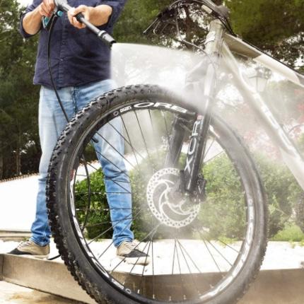 Limpiar bici con hidrolimpiadora Cecotec