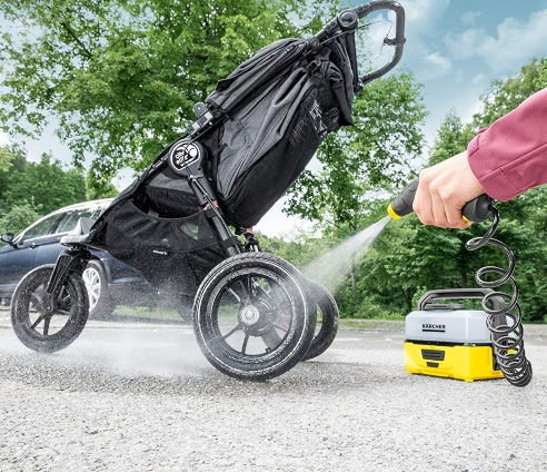 Limpiar carrito con limpiador portátil a presión