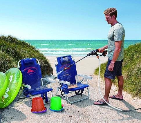 Limpiar cosas de playa con limpiador portátil a presión