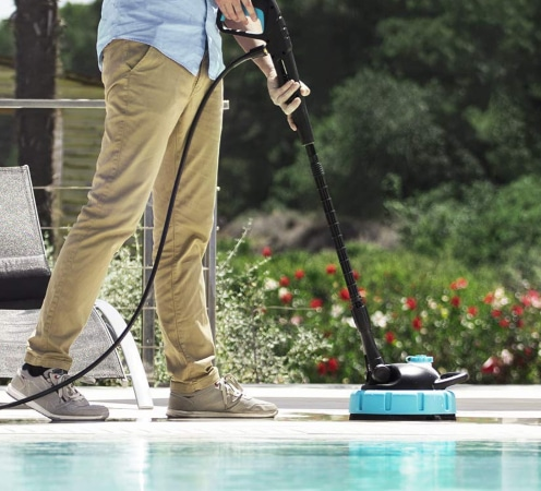 Limpiar suelo con cepillo de hidrolimpiadora Cecotec