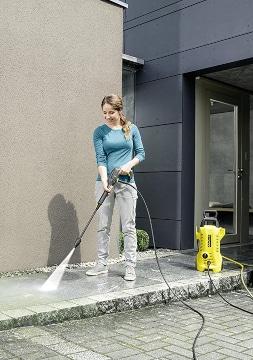Limpiar acera con limpiadora a presión