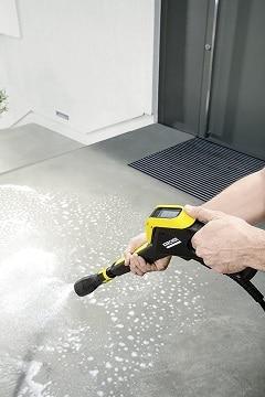 Limpiar con jabón con limpiadora a presión