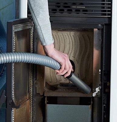 Limpiar cámara de combustíón de estufa de pellets